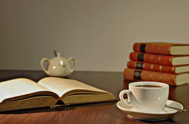 coffee-book-reading-holiday-159656